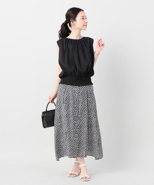 シャーリングブラウス×小花柄スカート