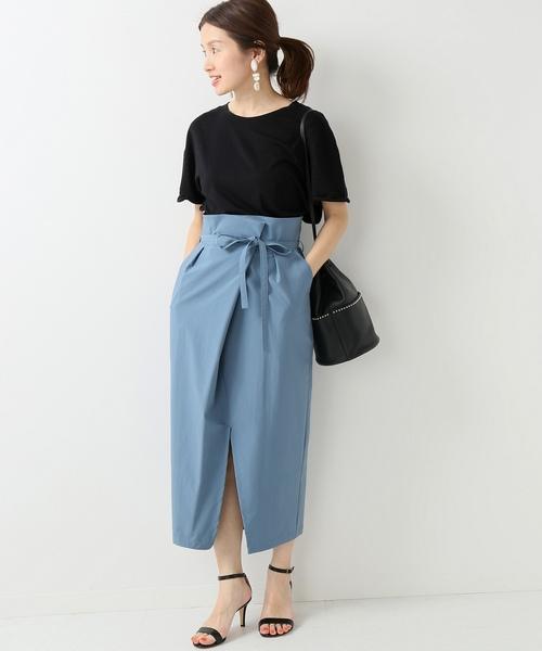 タックラップスカート×黒Tシャツ