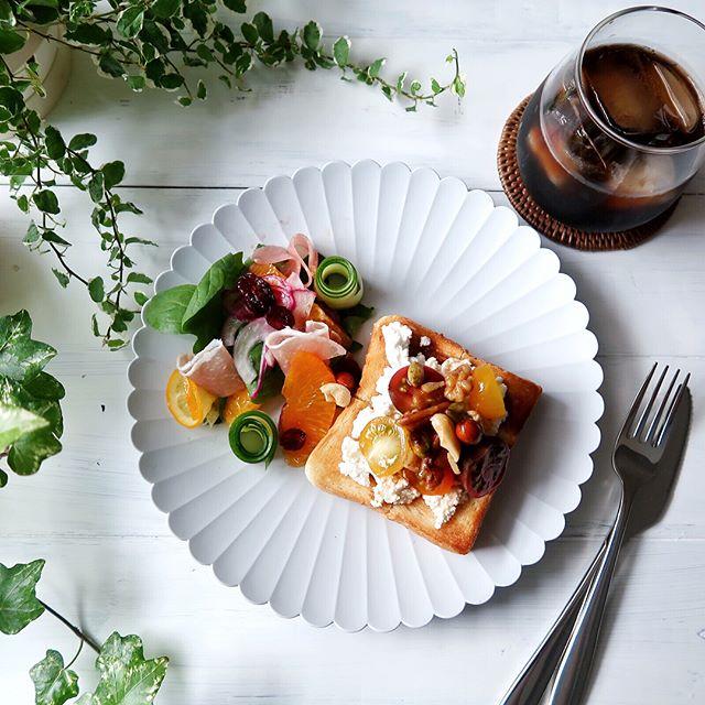 カッテージチーズとトマトのはちみつトースト