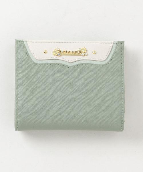 さりげないフラワーモチーフが大人なミニ財布