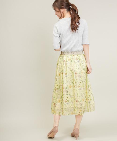 黄色ギャザースカートのコーデ