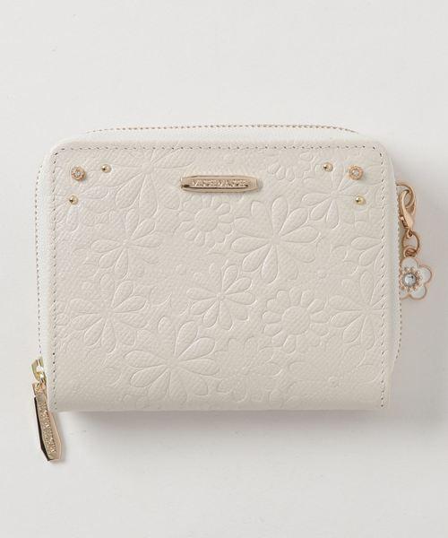 花柄のエンボス加工がフェミニンなミニ財布