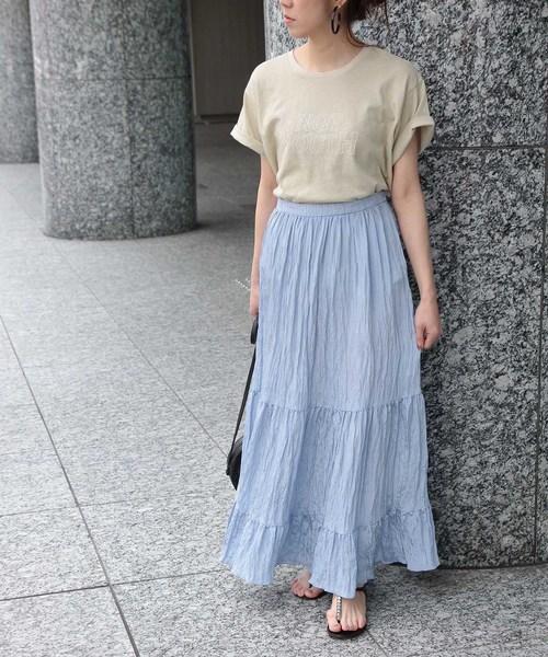 楊柳ティアードスカート×ロゴTシャツ