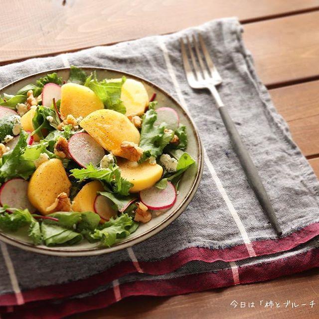 スパークリングワインに合う!柿とブルーチーズのサラダ