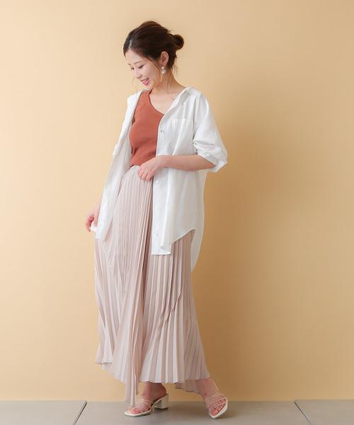 ヘムプリーツで華やかな夏のスカートコーデ
