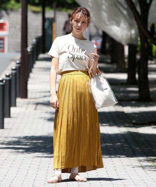 Tシャツ×ランダムプリーツスカート