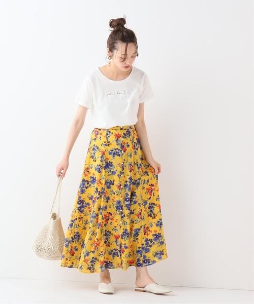 フラワーブーケ柄スカート×ロゴTシャツ
