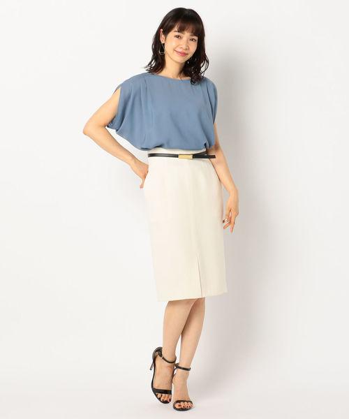 タックブラウス×タイトスカートの2色コーデ