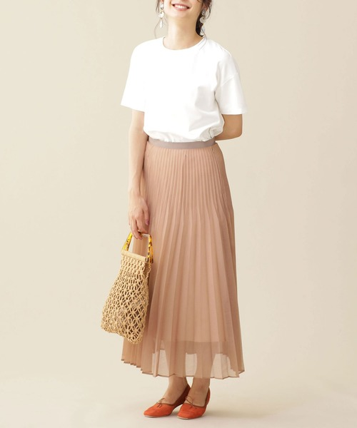 白Tシャツ×プリーツスカートの夏コーデ