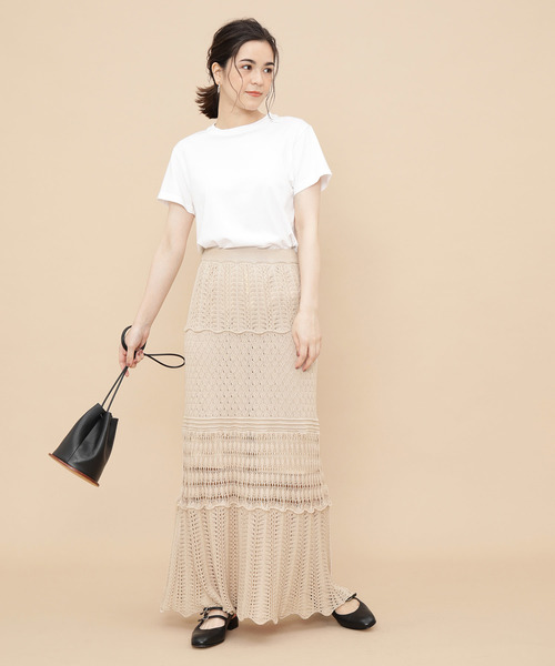 ホワイトTシャツ×クロシェニットスカート