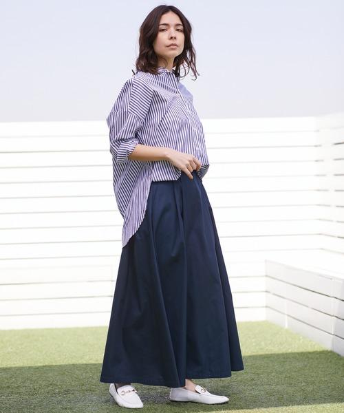 青ロングスカート×ボリュームシャツ