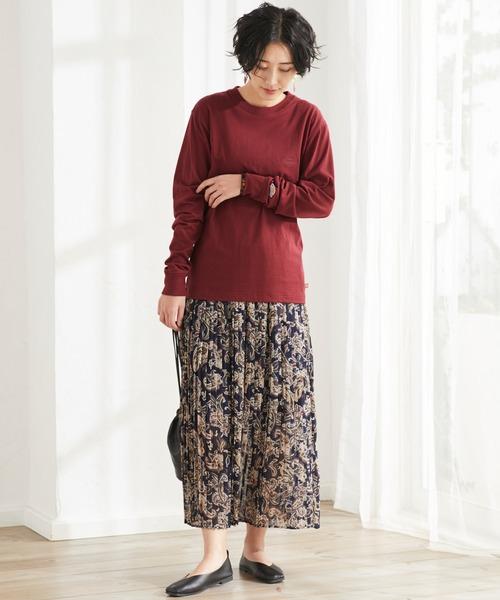 オーバーサイズTシャツ×花柄スカートコーデ