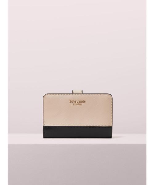 周りの視線を集める人気ブランドのミニ財布