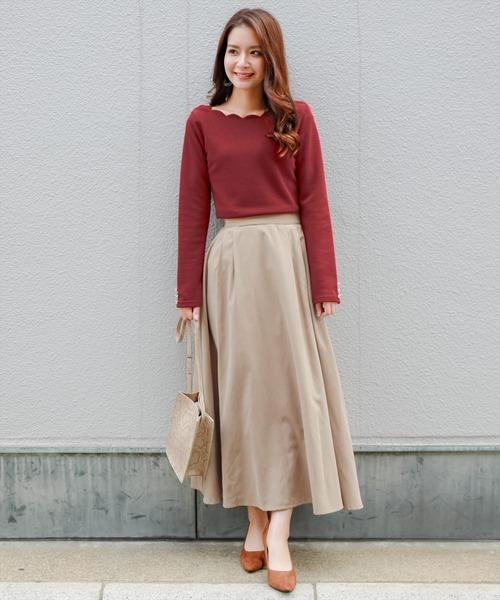 赤ニットソーTシャツ×フレアスカートコーデ