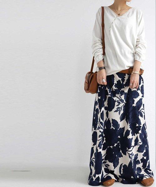 [antiqua] センス欲張る、大人な品ある柄とシルエット。花柄ロングスカート