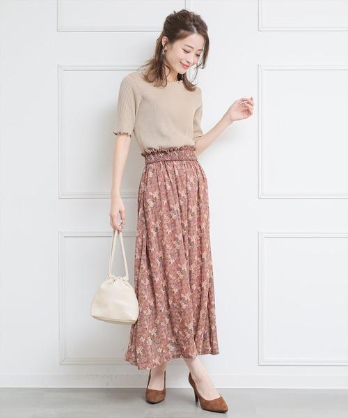 ピンクシャーリングスカートのコーデ