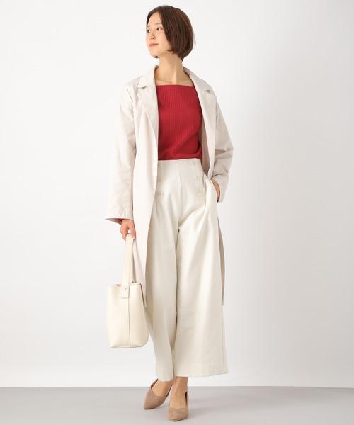 スクエアネック赤Tシャツ×白パンツコーデ