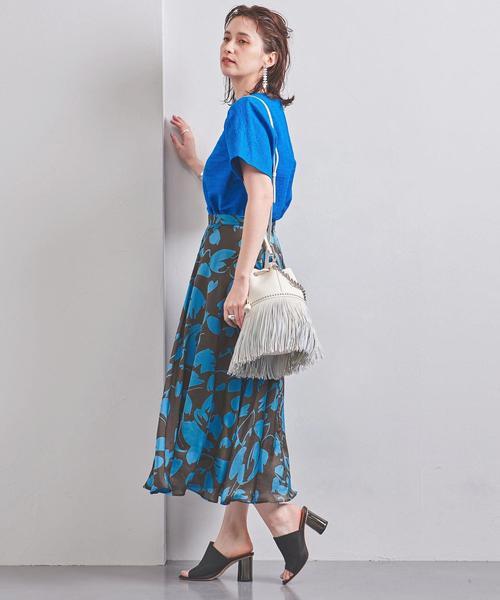 青系花柄スカートのコーデ