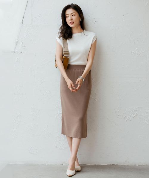 白トップス×タイトスカートの夏コーデ