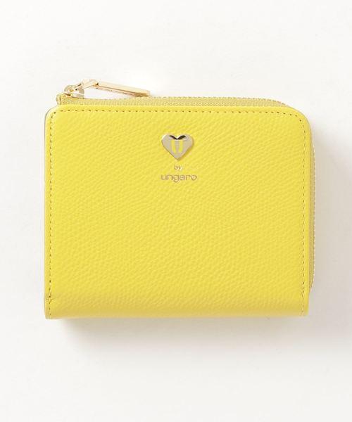 気分も晴れやかになりそうな黄色のミニ財布