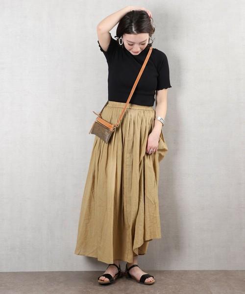 フレアロングスカートの服装