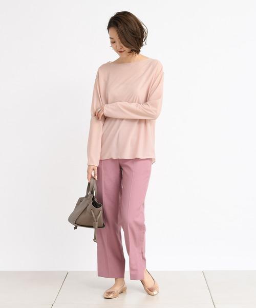パンツスタイルなら、ピンクのワントーンコーデも甘すぎなくていいですね。クールなパンツスタイルに女性らしいやわらかさを演出できるのでおすすめです。