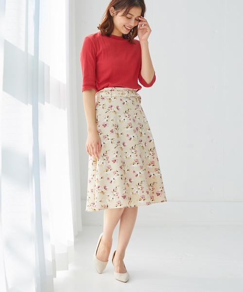 五分袖赤Tシャツ×花柄フレアスカートコーデ