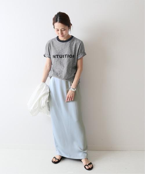 マキシタイトスカート×ロゴTシャツ