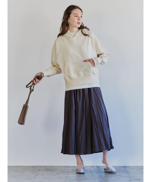 シックに着こなすギャザースカートコーデ