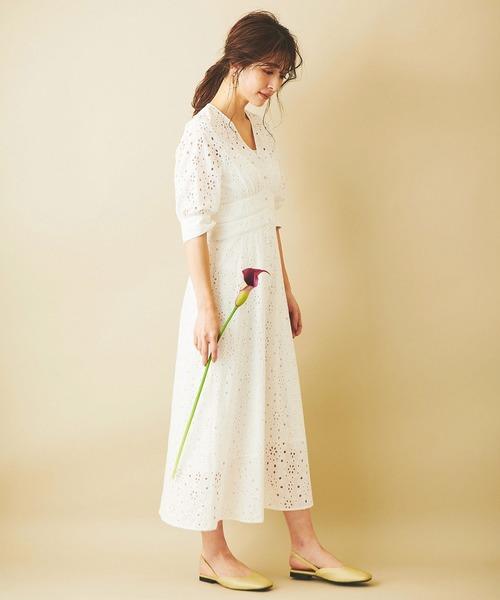 刺繍ワンピース×フラットサンダル