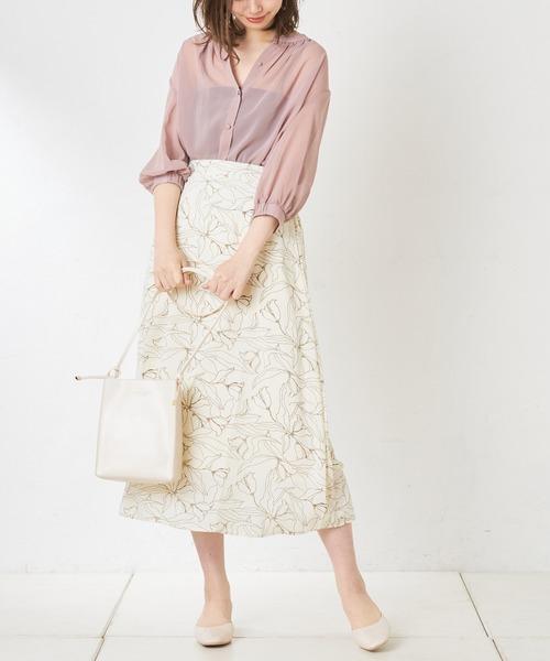 白チューリップ柄スカートのコーデ