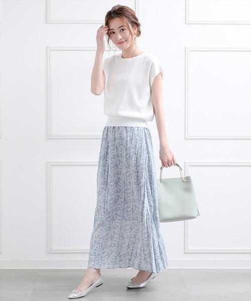 フラワープリントスカート×白プルオーバー