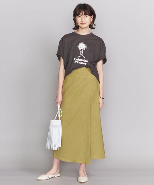 女性らしさ高めるラップスカート