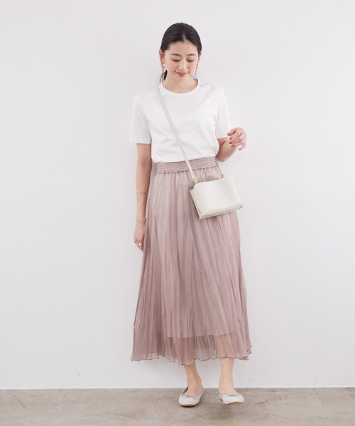 ホワイトTシャツ×プリーツスカート