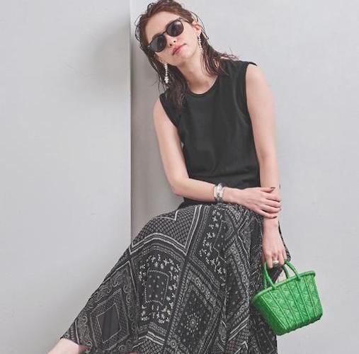 黒プリーツスカートの夏コーデ【2020最新】流行りの着こなしを今すぐチェック!