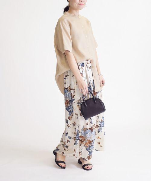 花柄ロングスカート×黒サンダル