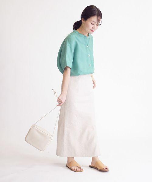 白ロングスカート×白ショルダーバッグ