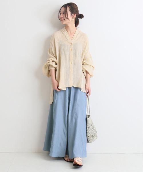 ワッシャーサテンスカート×ベージュシャツ