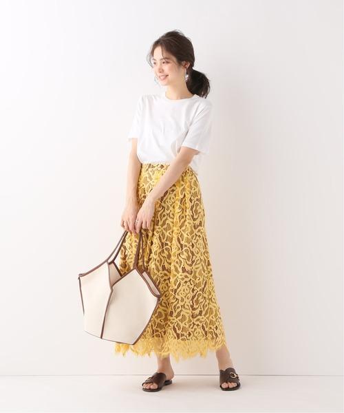 レーススカート×レディース白Tシャツ
