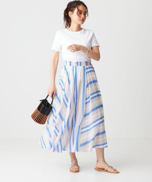 ストライプスカート×レディースTシャツ