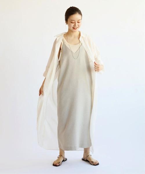 ベージュワンピース×シアーシャツの夏コーデ