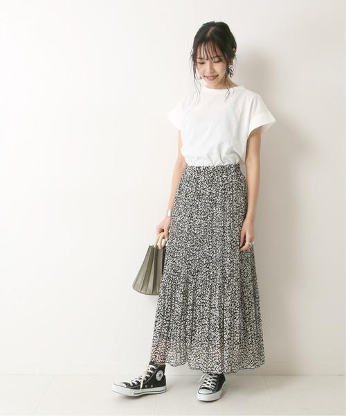 レオパード柄プリーツスカートの40代コーデ