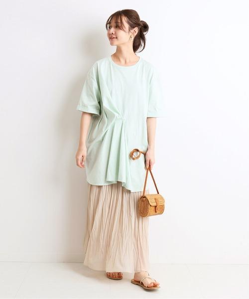 きれいなニュアンスカラーの夏の着こなし