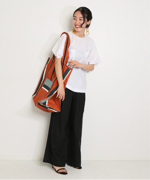 ワイドパンツの40代モノトーンファッション