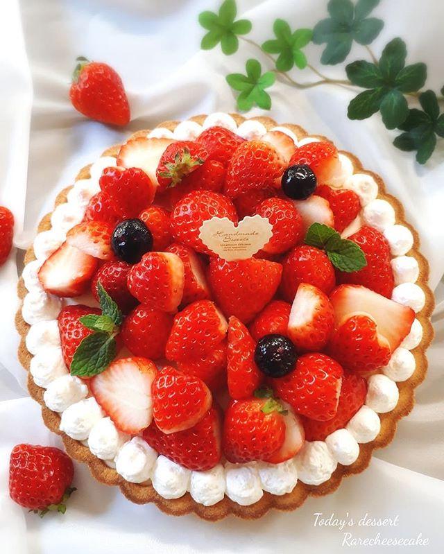 誕生日ケーキに!イチゴのレアチーズタルト