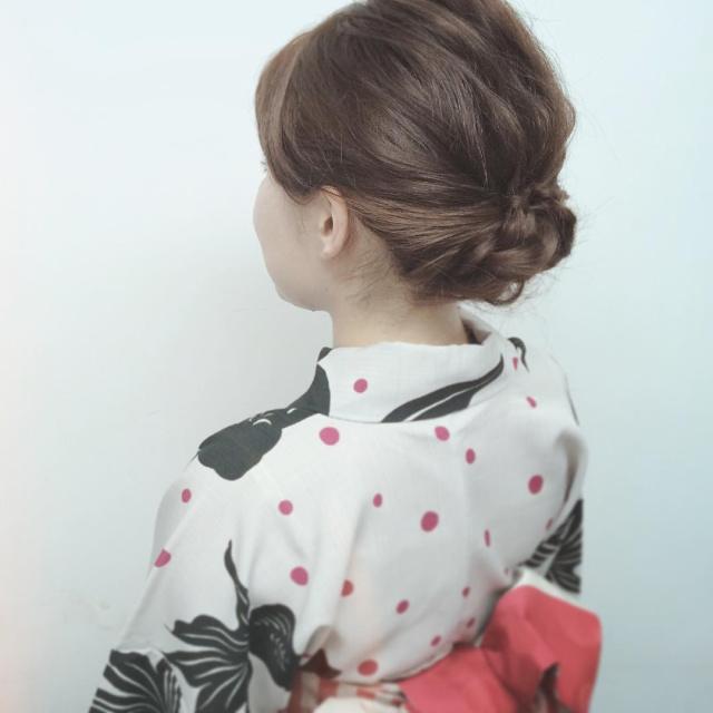 浴衣に似合うミディアムヘアアレンジ3.アップ2