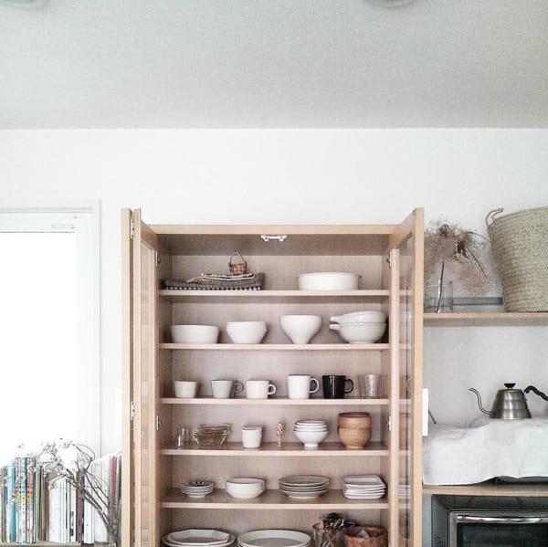 余白をつけた食器棚収納実例
