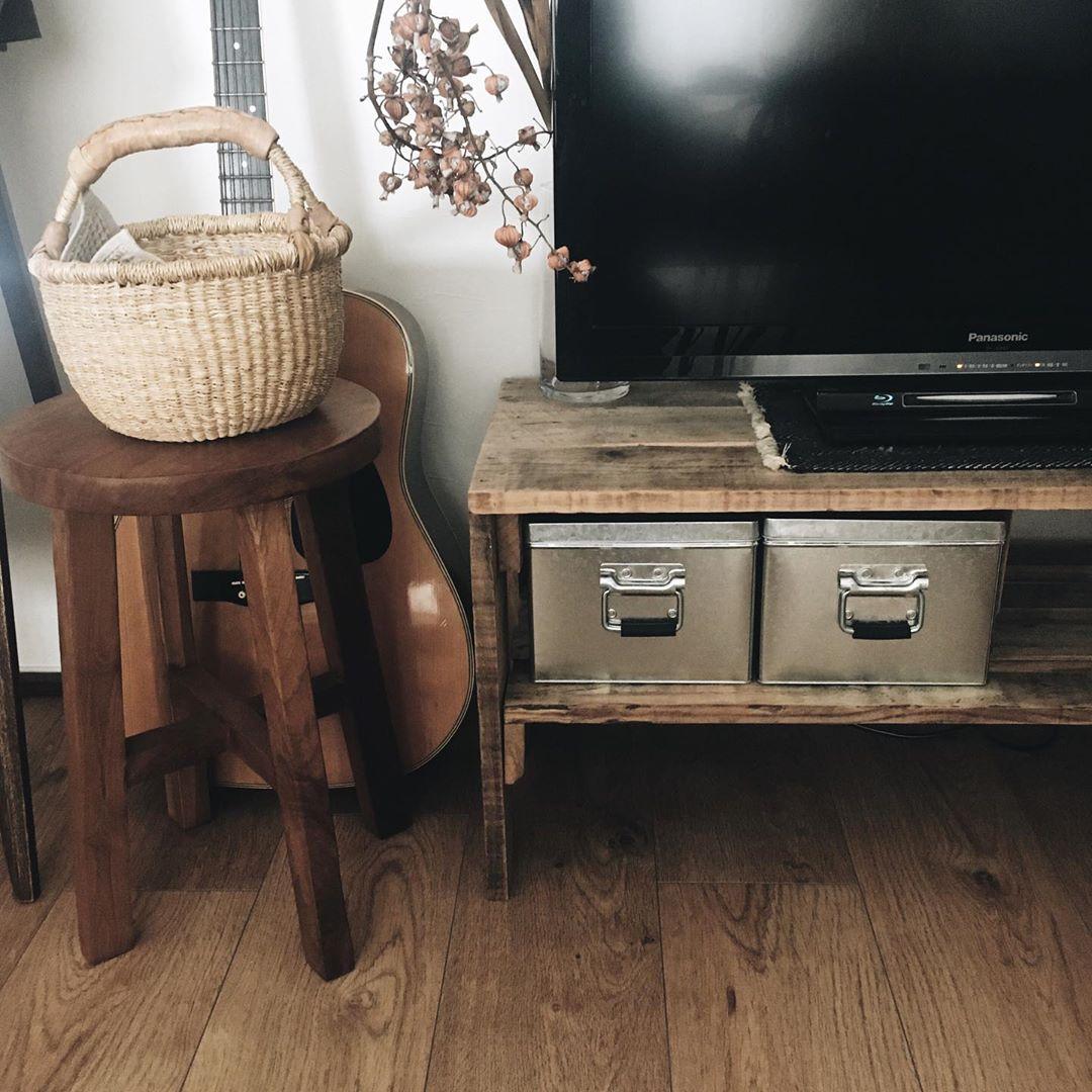 木の家具と、古道具屋さんのアイテムがよく馴染むd