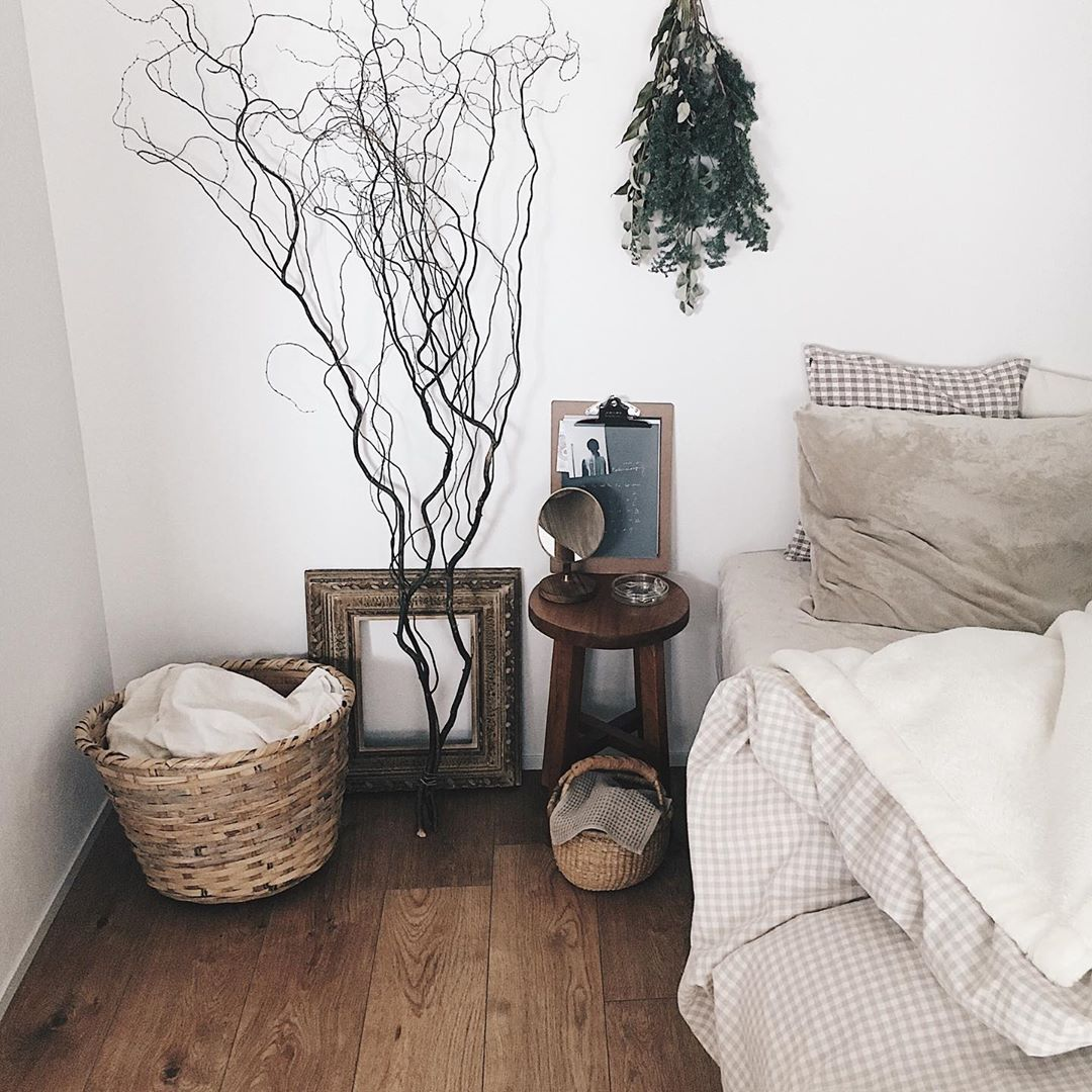 木の家具と、古道具屋さんのアイテムがよく馴染むfv