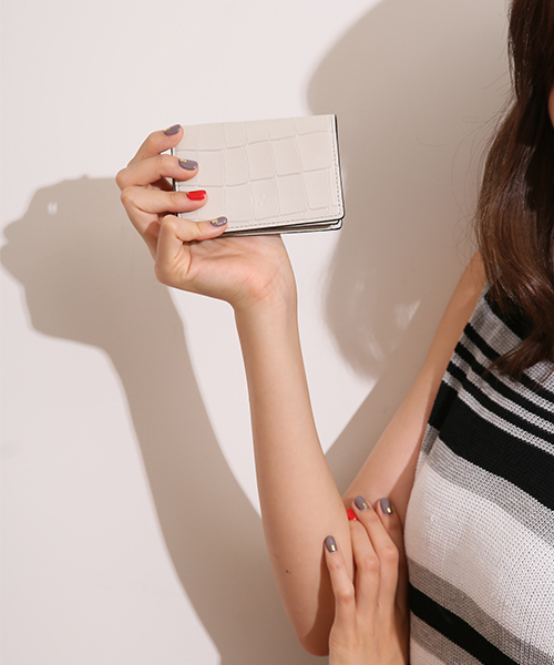 大人女性の手元を美しく魅せるタイル名刺入れ